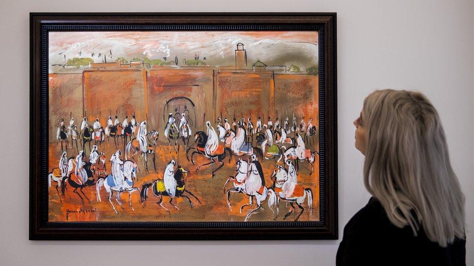 """لوحة """"فانتازيا الفرسان"""" لحسن الكلاوي عند عرضها للبيع في مزاد سودبيز عام 2019"""