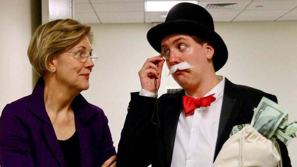 Madrigal con la senadora Elizabeth Warren.