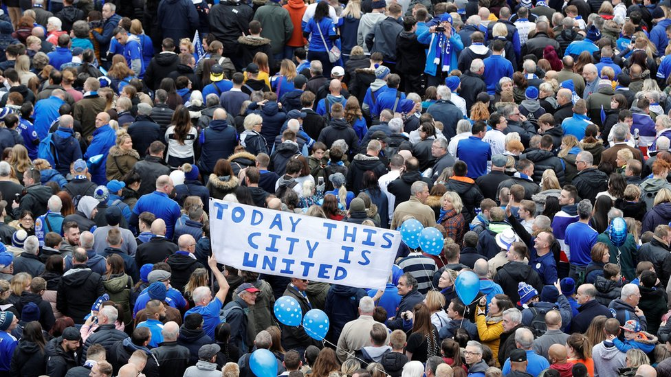 Leicester City fans in '5,000-1' walk for helicopter crash victims