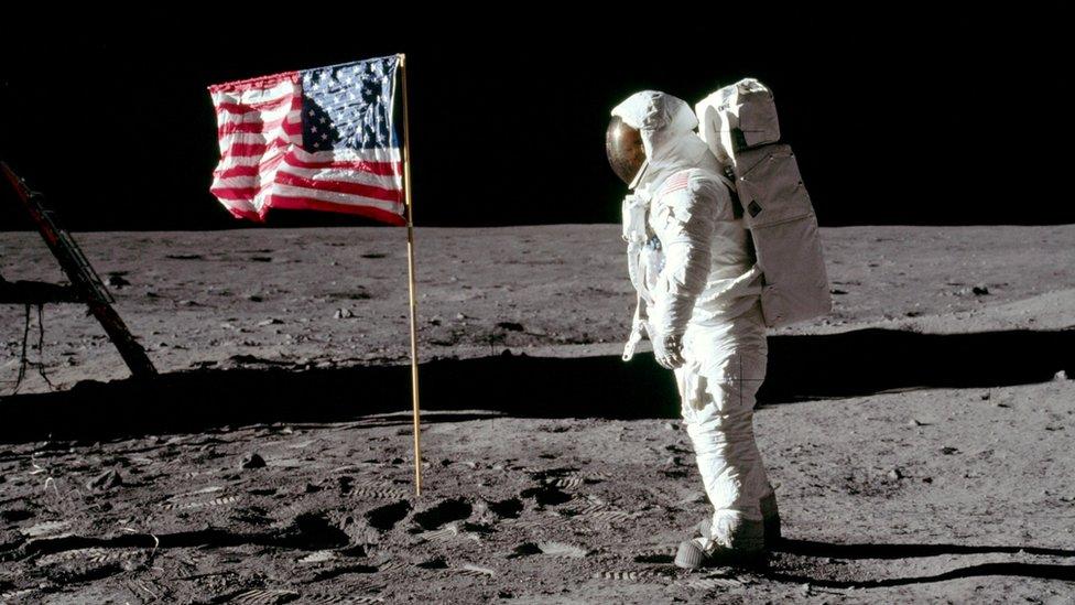 Дайджест: 50 лет высадки на Луну, кому достанется скифское золото и агент 007 с женским лицом