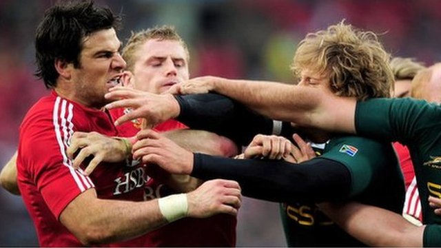 Mike Phillips scuffles with South African players during the third Lions Test in 2009