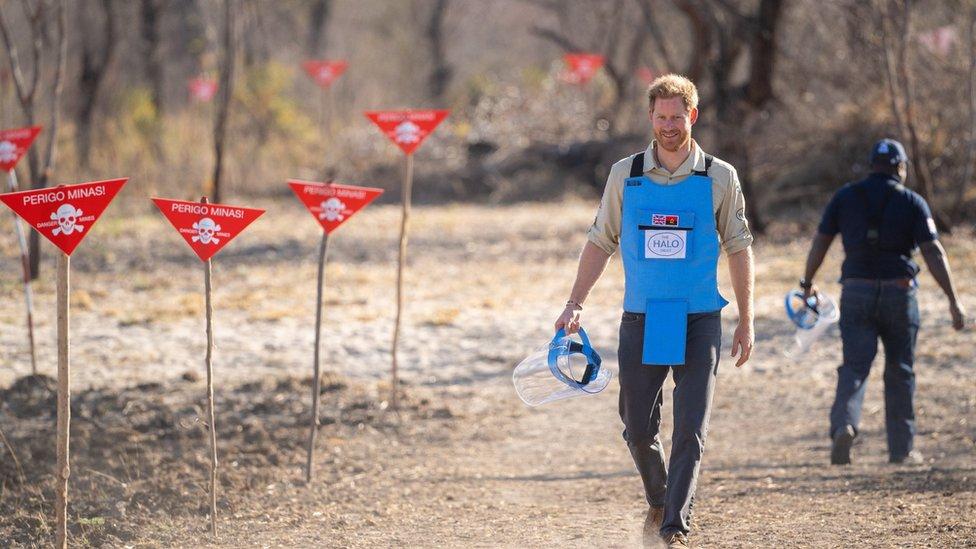 El príncipe Harry en un proyecto de retirada de minas en Angola el 27 de septiembre de 2019