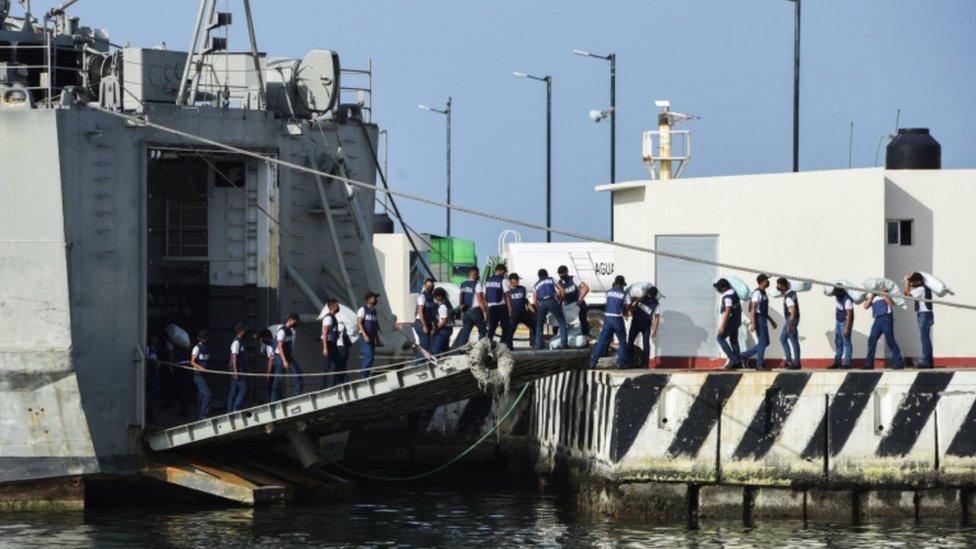 Buques en Veracruz listos para salir a Cuba con ayuda humanitaria.