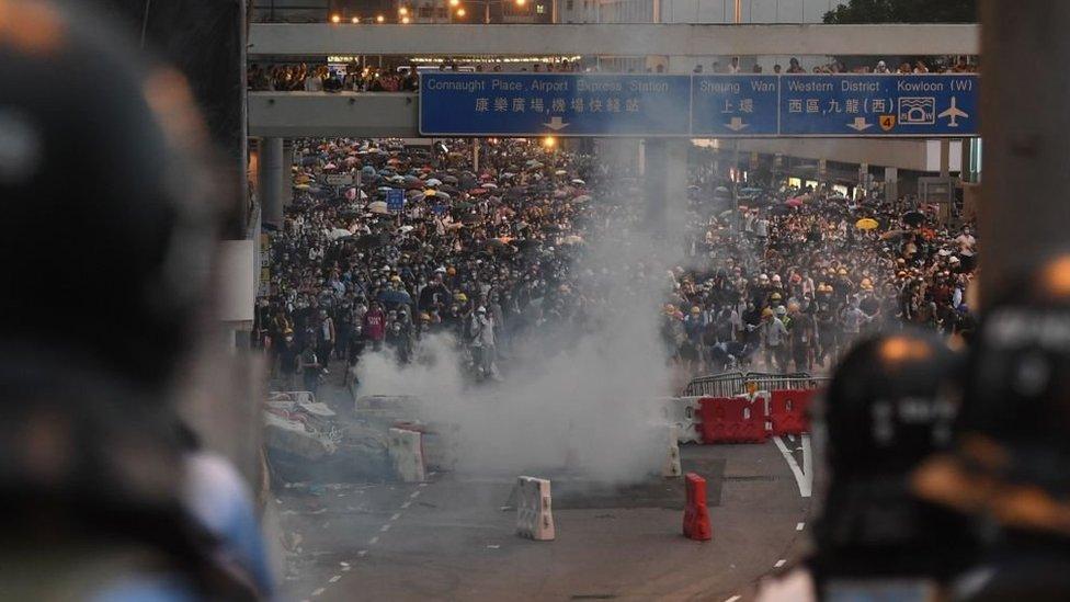 數以萬計的香港人在2019年走上街頭,抗議《逃犯條例》修訂。
