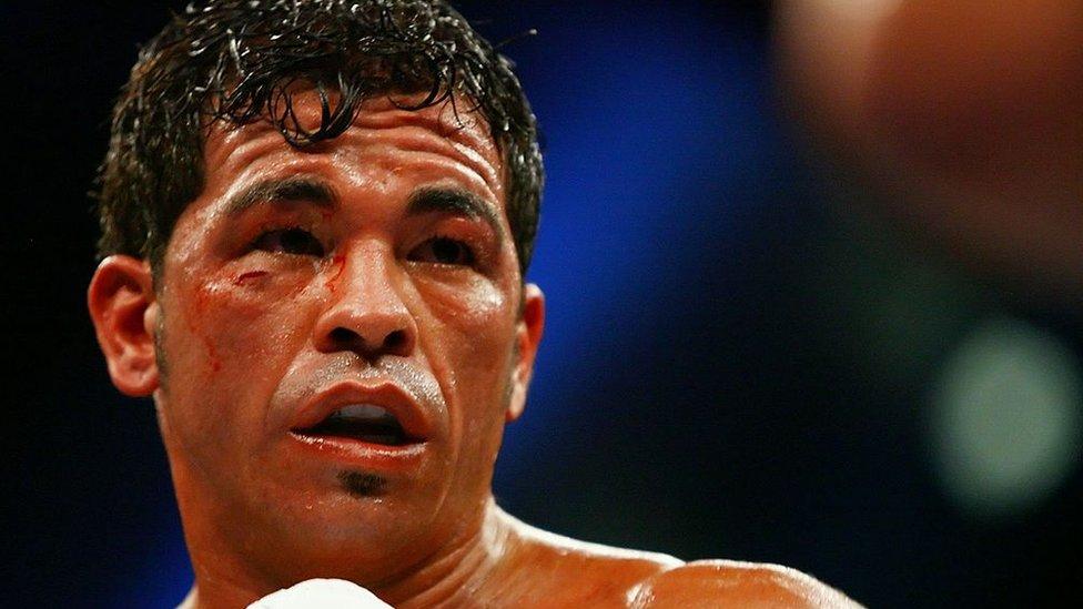 """Carlos """"Tata"""" Baldomir en un combate de boxeo"""