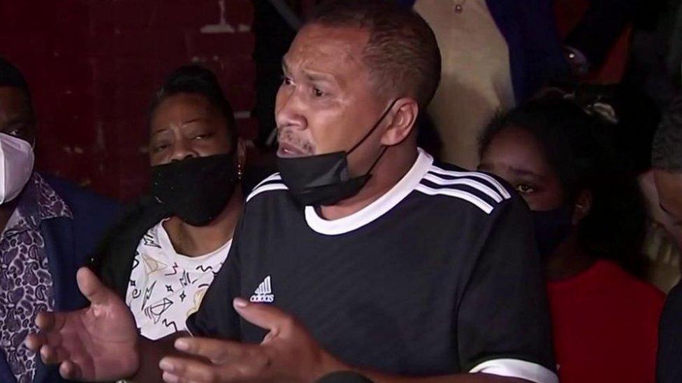والد القتيل والاس طالب بإنهاء العنف ضد السود ومراعاة حياتهم