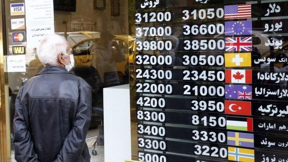 تراجعت قيمة العملة الإيرانية وارتفعت معدلات التضخم