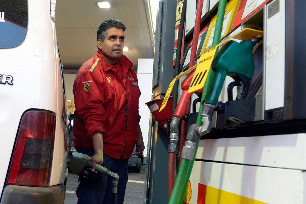 Argentina pasó de tener una de las gasolinas más baratas del mundo a tener la segunda más cara de América Latina.