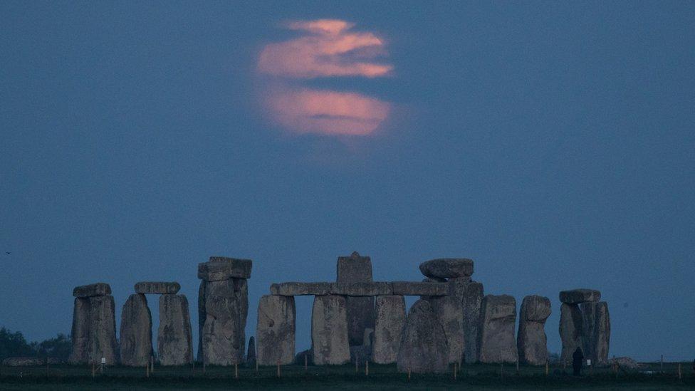La luna de sangre sobre Stonehenge