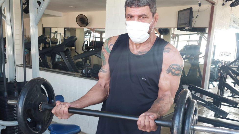 Lutador mineiro José Honório da Silva Filho levanta peso