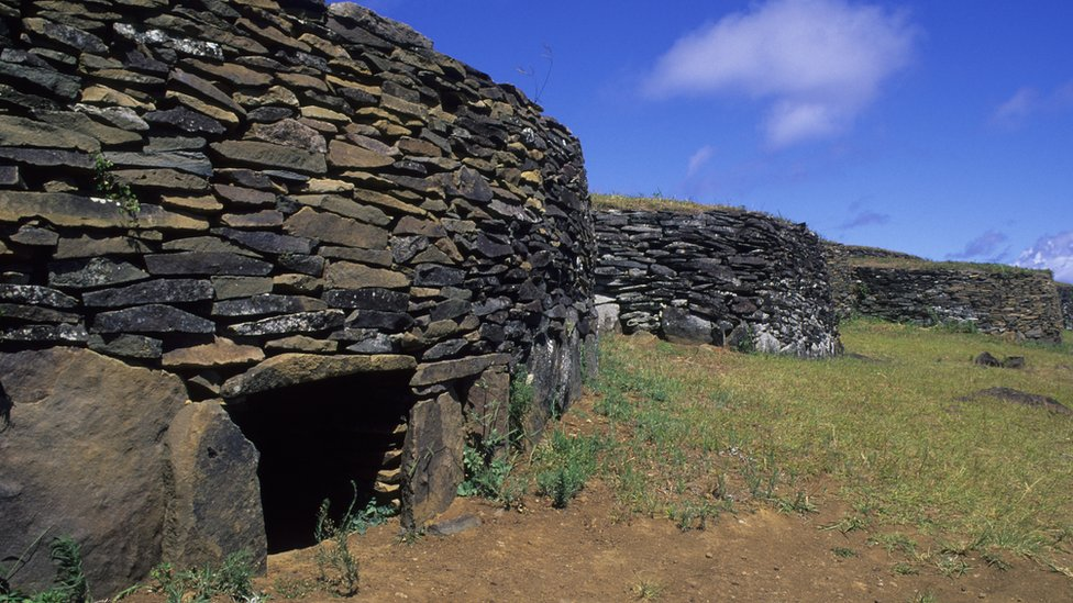 Casa ceremonial en Orongo, Isla de Pascua.