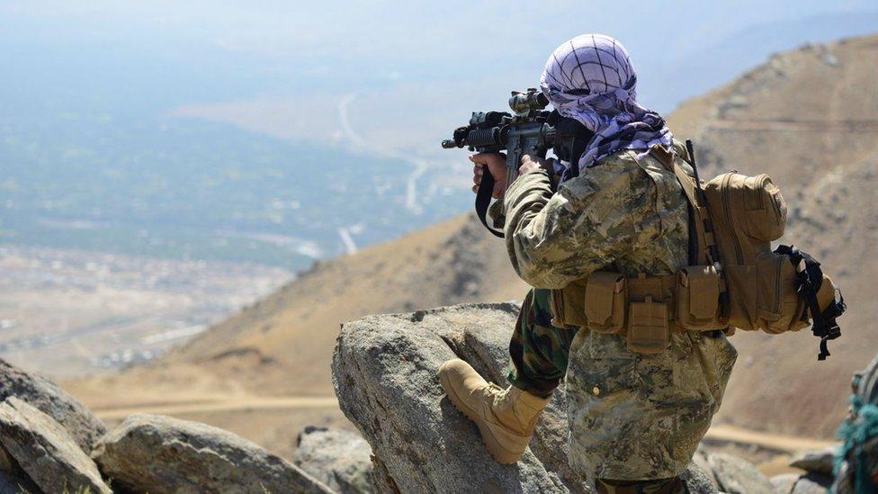 抵抗戰士聚集在喀布爾北部的潘傑希爾省