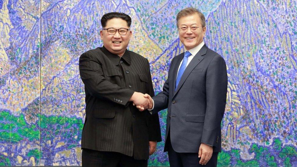 التقى الرئيس الكوري الجنوبي ونظيره الشمالي وتعهدا بإنهاء الأعمال العدائية بين البلدين