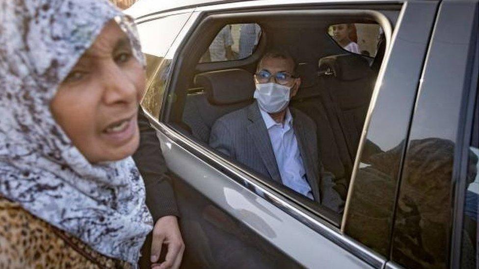 سعد الدين العثماني، الأمين العام لحزب العدالة والتنمية ورئيس الحكومة، يحي مؤيديه
