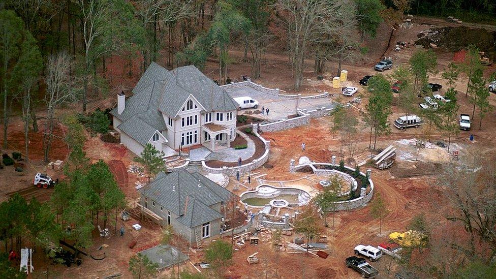La mansión que Britney Spears regaló a sus padres en una foto tomada 3 de diciembre del 2000.