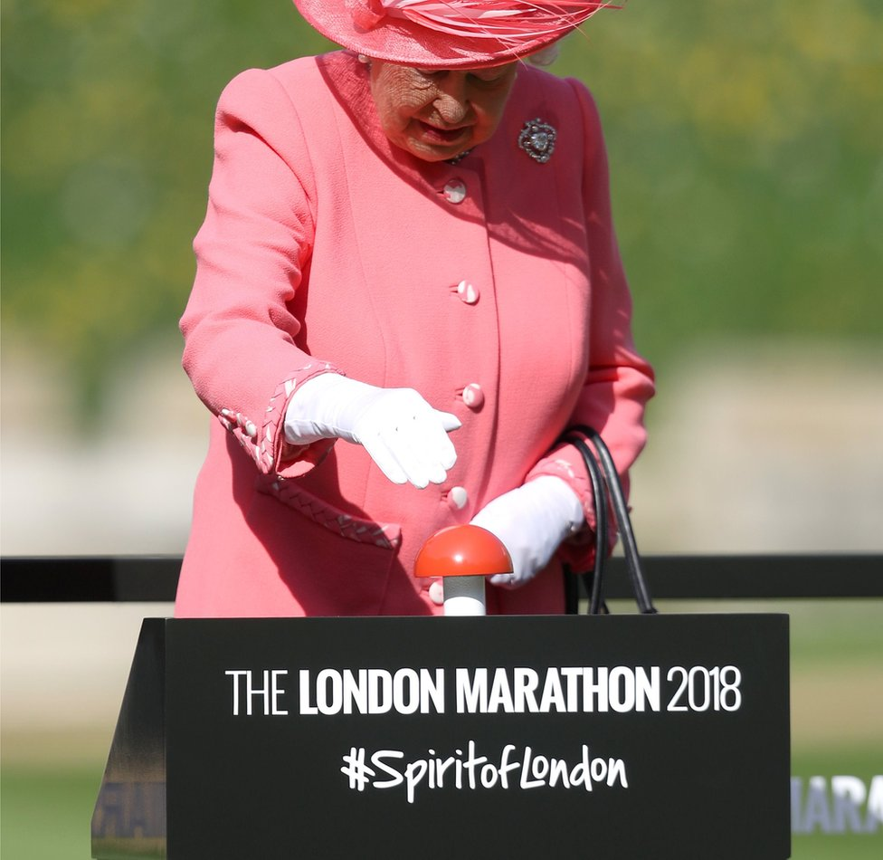 Queen starting the race