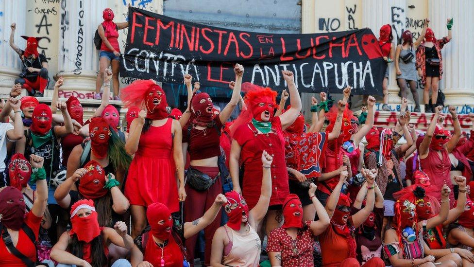 feministas protestando en Santiago de Chile, noviembre