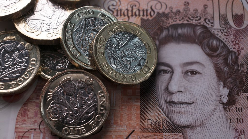 Pound goes over $1.35 on Brexit hopes