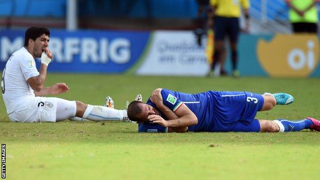 Suárez fue sancionado por morder a sus oponentes tres veces.