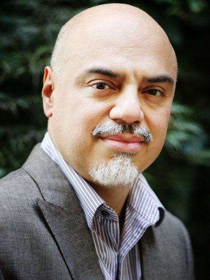 Para el profesor Héctor Tobar, los medios no muestran la realidad de los latinos en Estados Unidos.