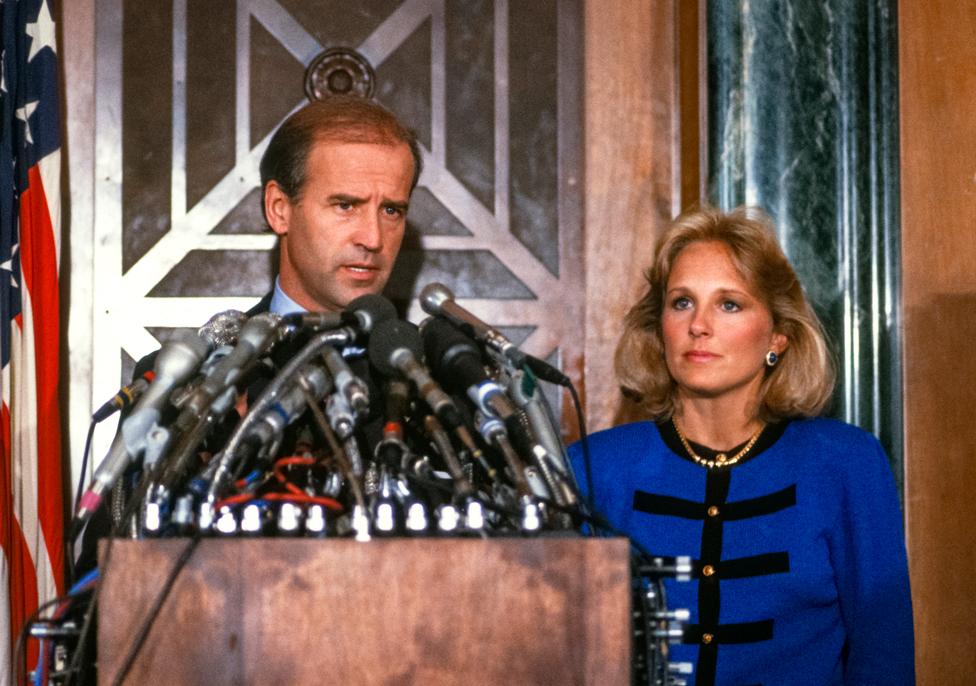 Senator Bajden sa suprugom Džil saopštava da se povlači iz predsedničke trke