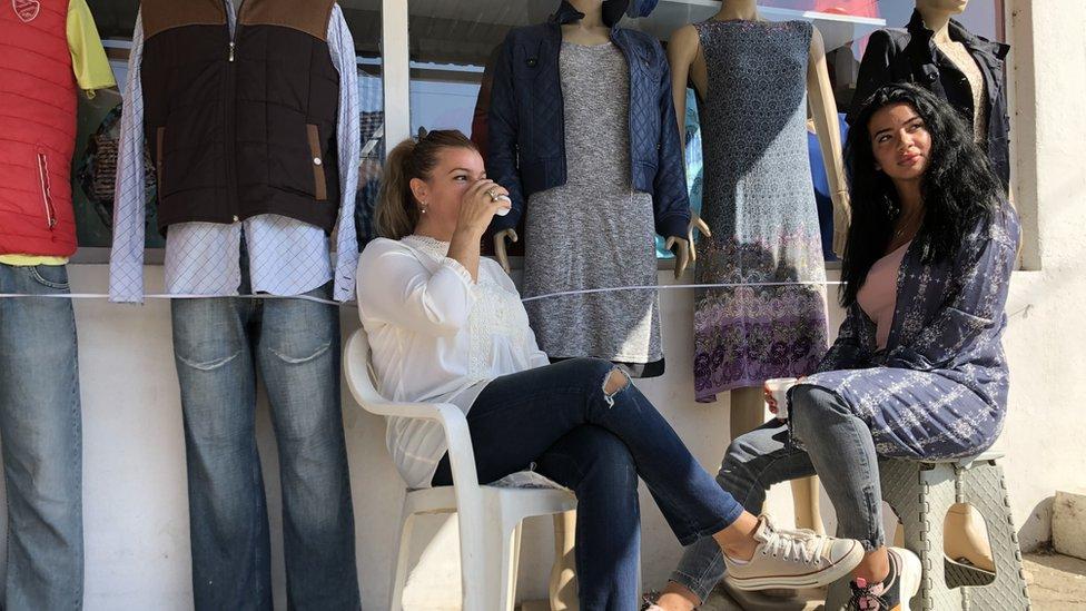 U Bošnjačkoj mahali brojne su zanatske radnje, poput krojačnica