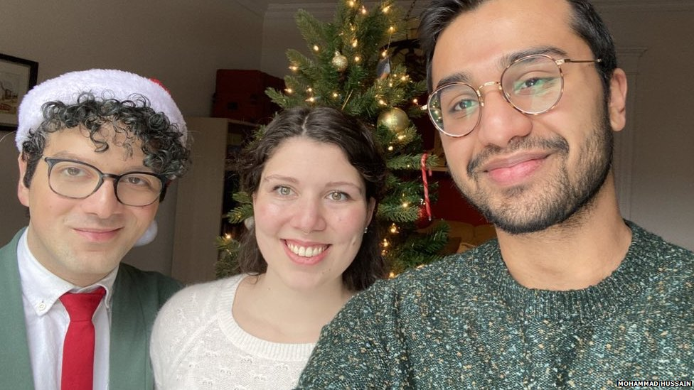 Muslim-Canadian's 'first Christmas' goes viral thumbnail