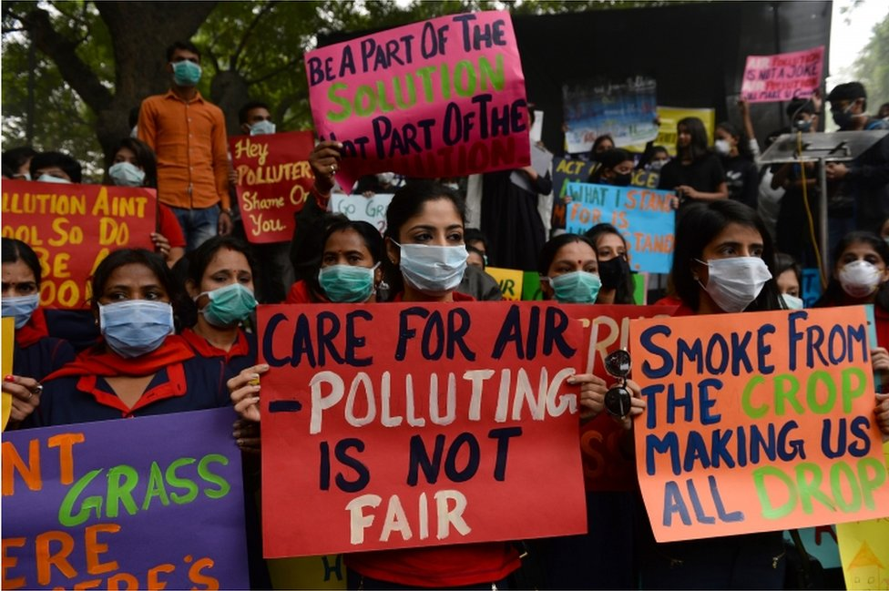 Indian protesters wearing protective masks take part in a rally urging immediate action to curb air pollution in New Delhi on November 6, 2016.