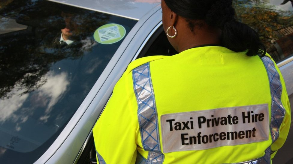 Mayor of London calls for power to limit minicab numbers