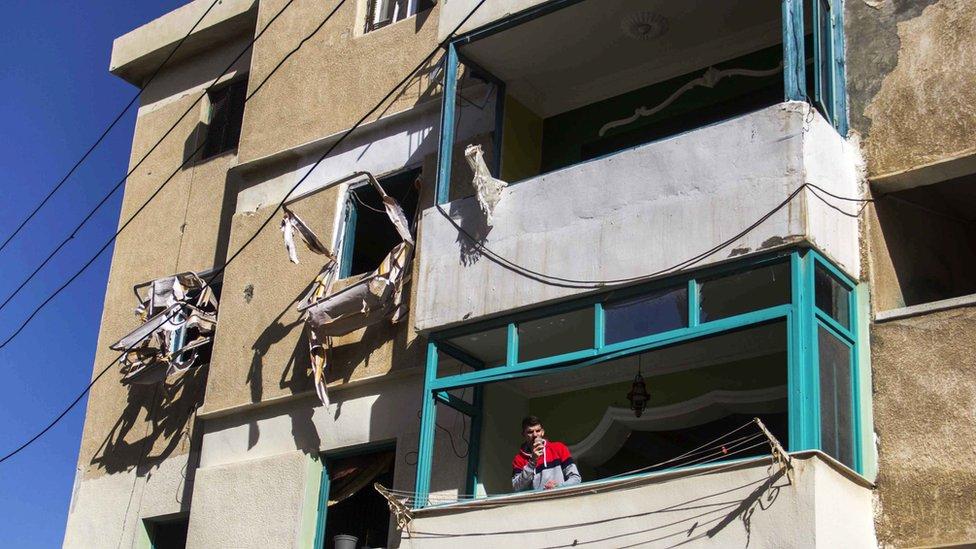 تضرر كثير من المنازل في الهجمات التي كان يشنها متشددون