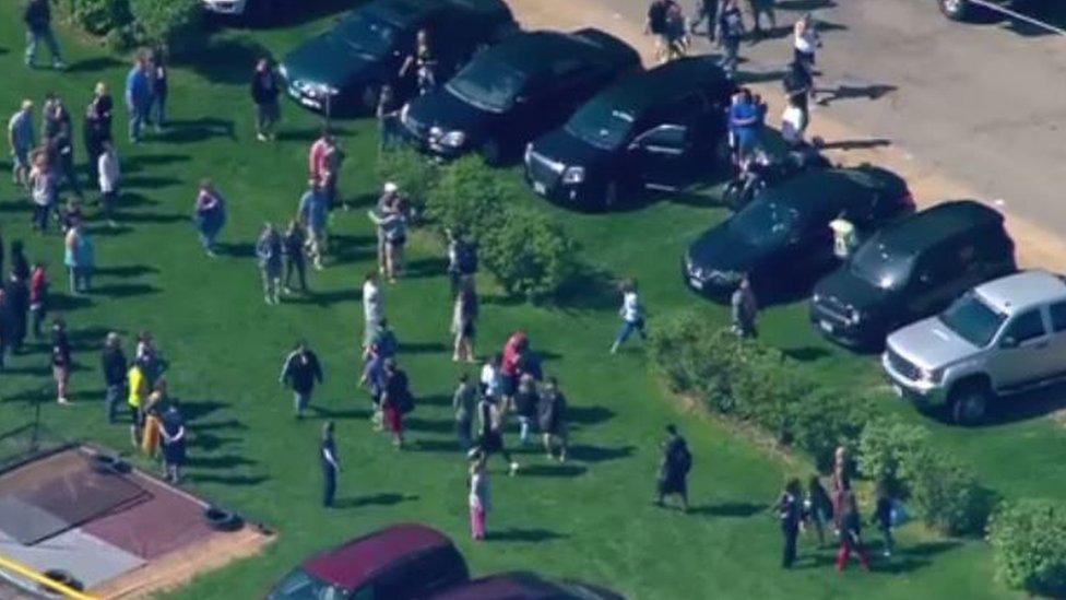 Герой з Іллінойсу: поліцейський врятував десятки школярів від вбивці