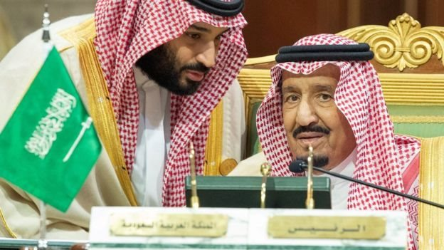 El príncipe Mohammed bin Salmán y su padre, el rey Salmán