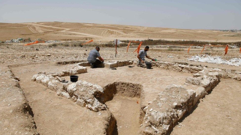 مسجد قديم عثر عليه في صحراء النقب