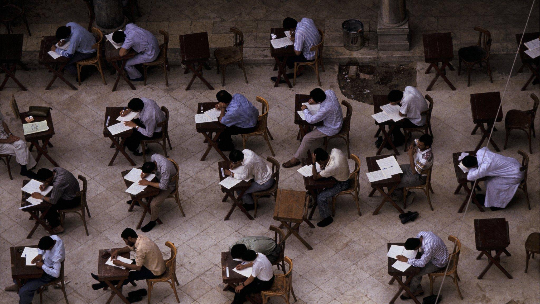 مصر: وزير التربية لا لتأجيل الامتحانات الثانوية .. والطلاب يدعون للمقاطعة