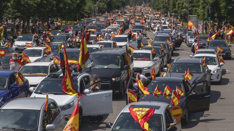 Coronavirus: Anti-lockdown car protest draws thousands - BBC News