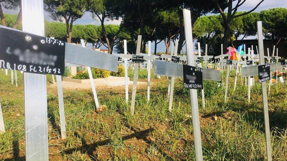 Nama-nama perempuan tertulis di makam janin sehingga aborsi yang seharusnya dirahasiakan terungkap.