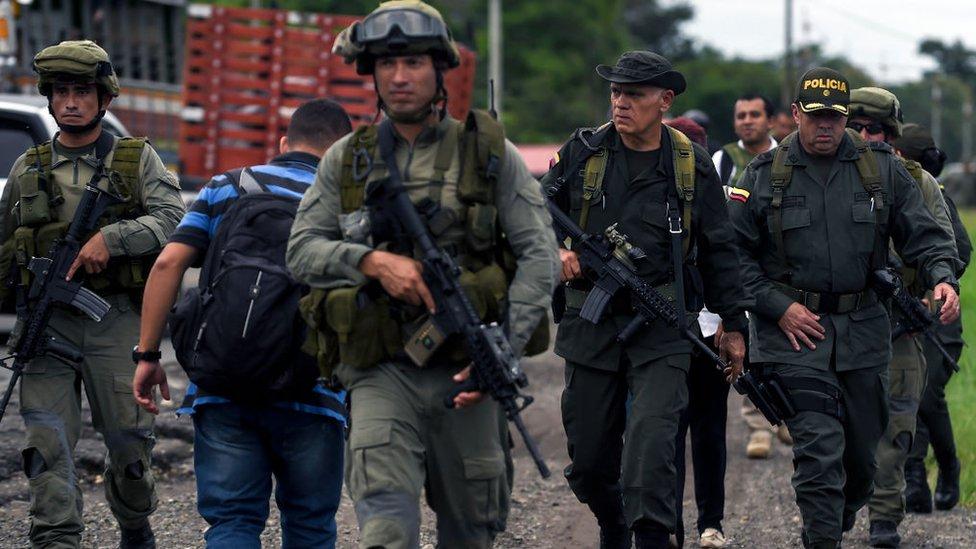 Soldados y policías de Colombia.