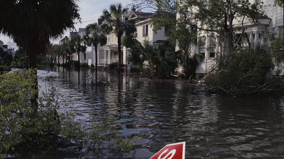 Calles inundadas en Charleston por cuenta del huracán Hugo.