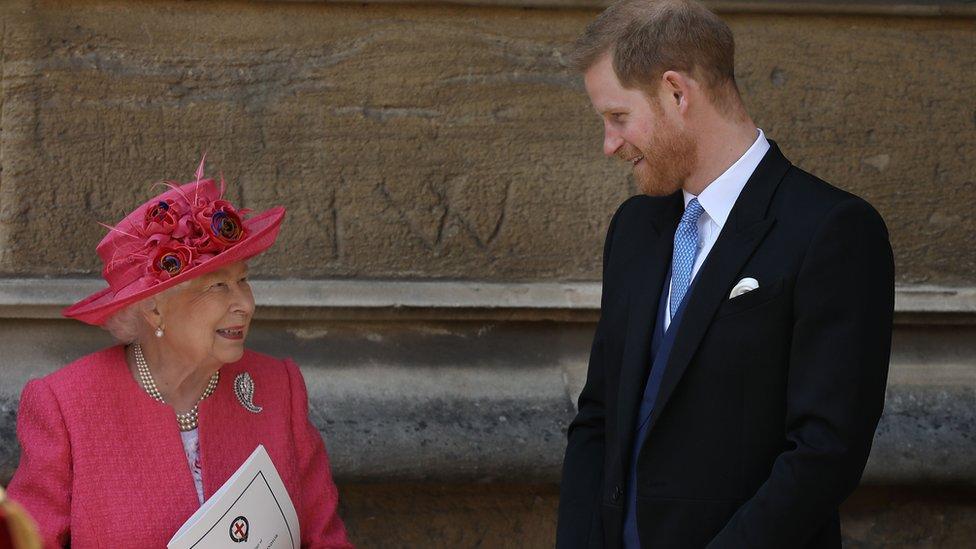 الأمير هاري وجدته الملكة إليزابيث
