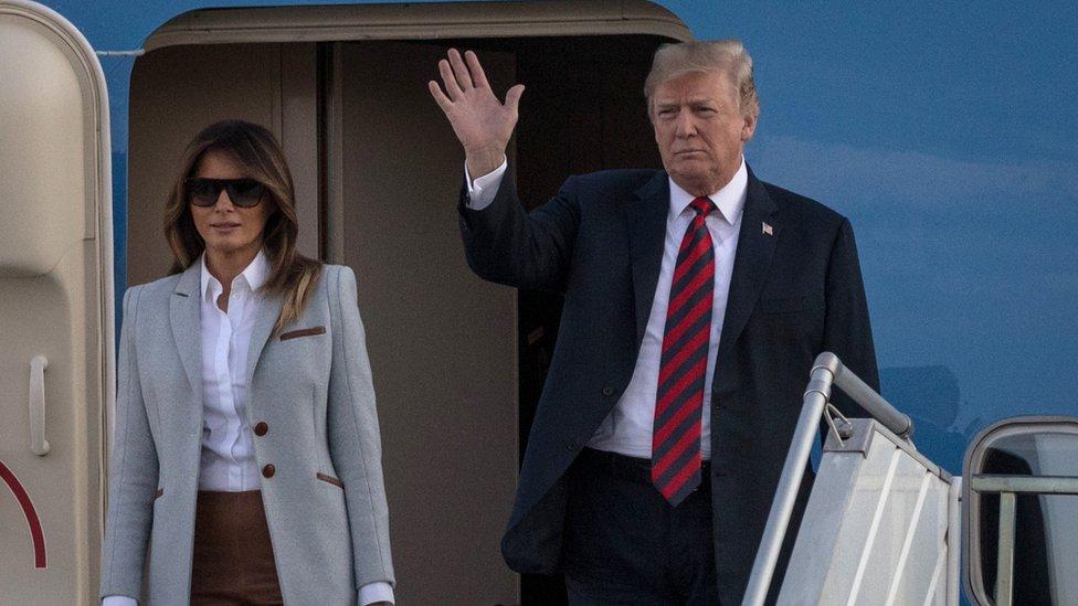 Američki predsednik Donald Tramp i prva dama Melanija Tramp doputovali su na aerodrom u Helsinkiju predsedničkim avionom 15. jula, 2018