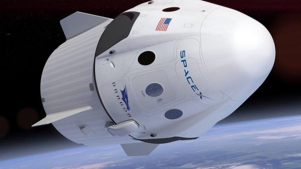 Ilustrasi pesawat ruang angkasa Space Dragon Crew.