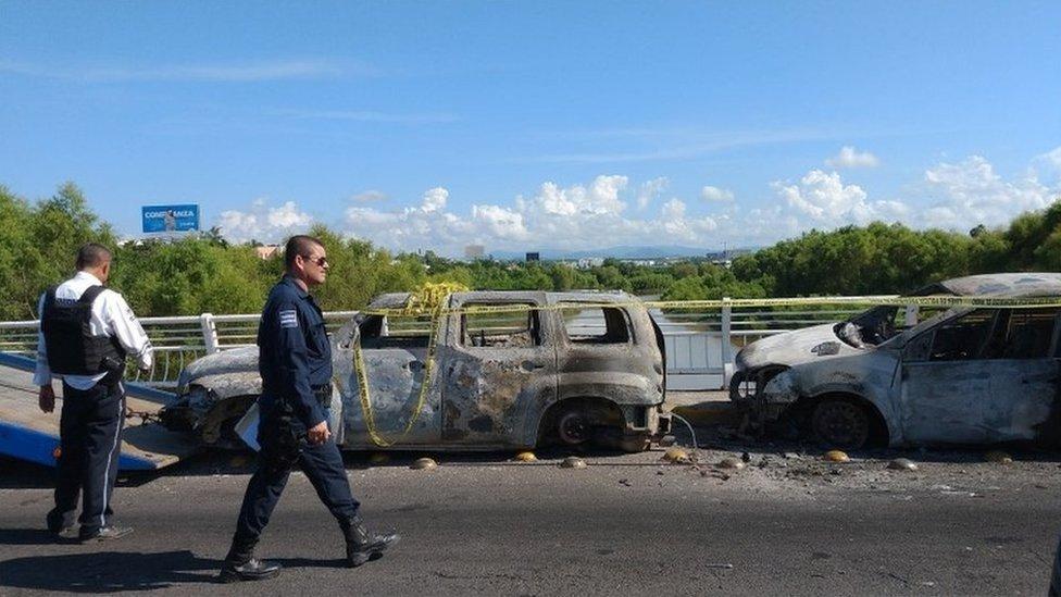 Vehículos calcinados en Culiacán.
