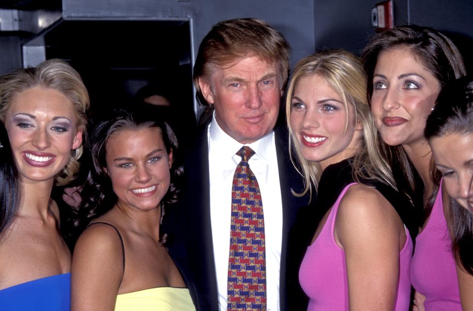 Tramp na konferenciji za medije povodom Izbora za mis Amerike 1999. godine