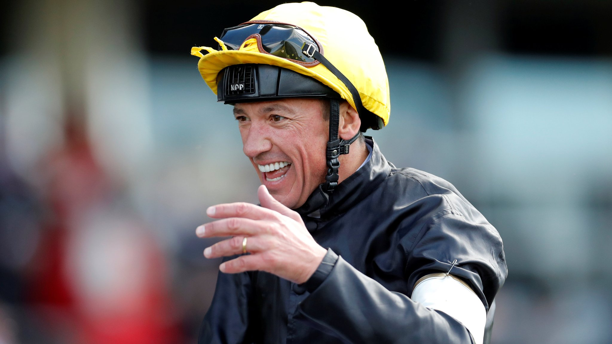 Royal Ascot 2018: Stradivarius wins Gold Cup at Ascot for Frankie Dettori
