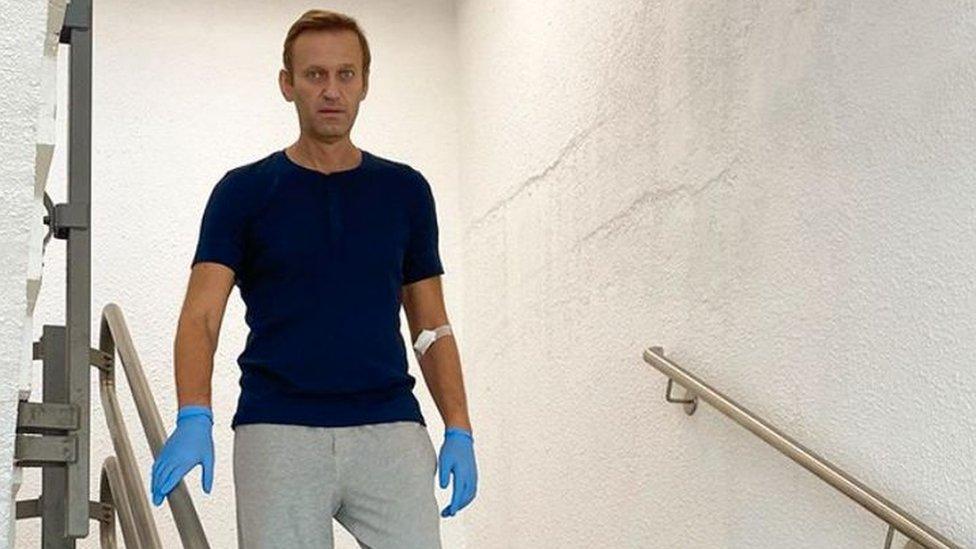 Российская полиция продлила проверку по Навальному. Разве так можно?