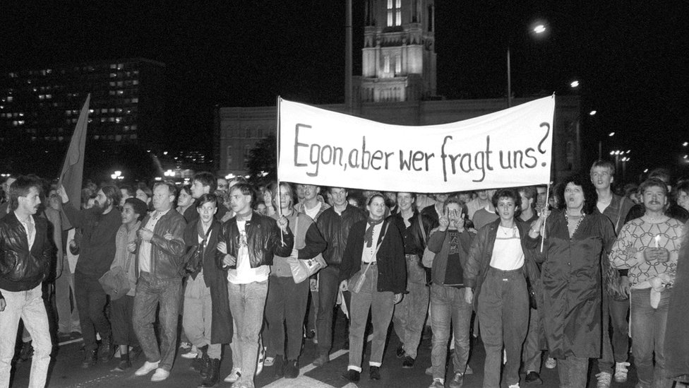 Three thousand people took to the streets on 24 October 1989 in a protest against Egon Krenz