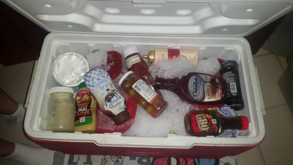 Nevera portátil con hielo