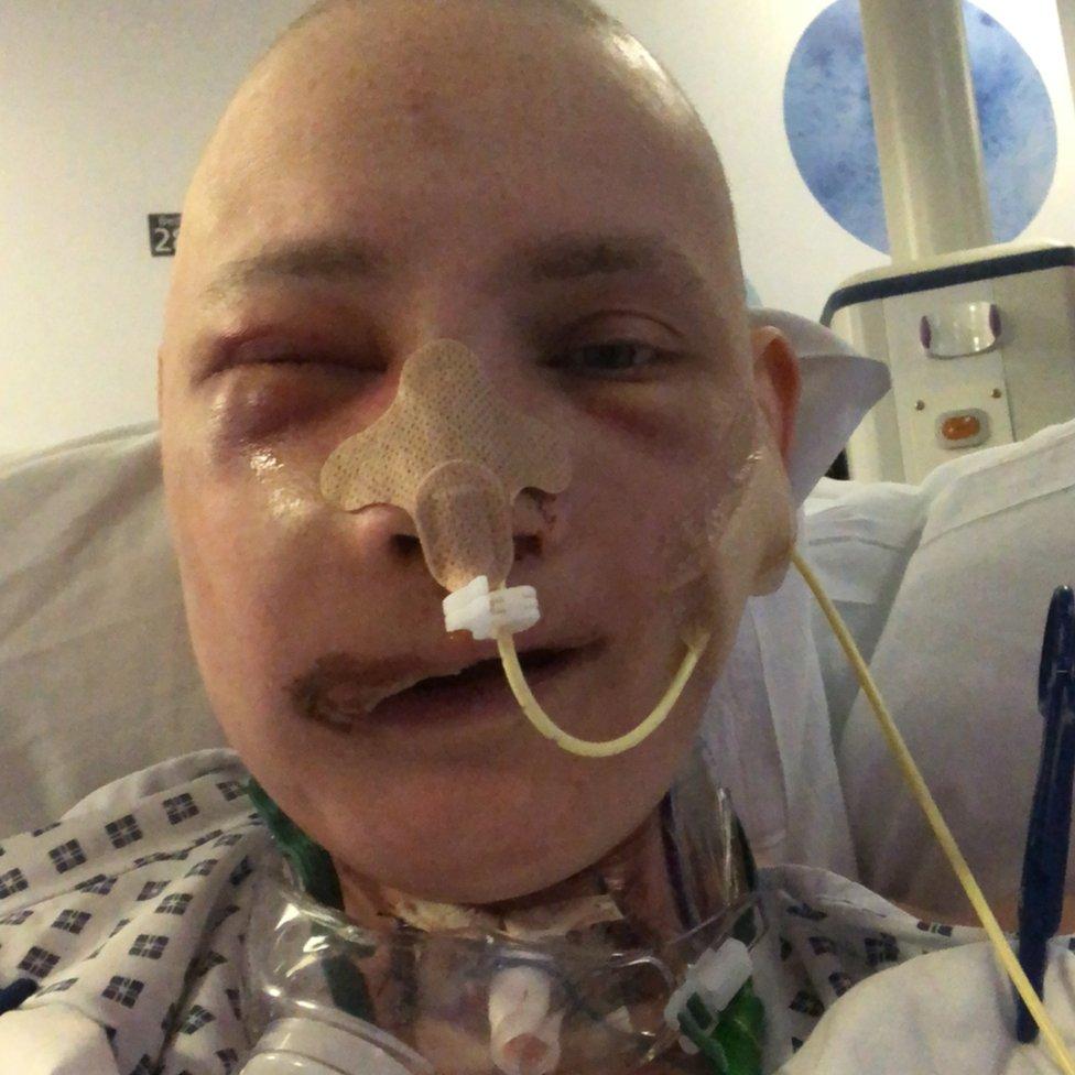 Jen Taylor in el hospital