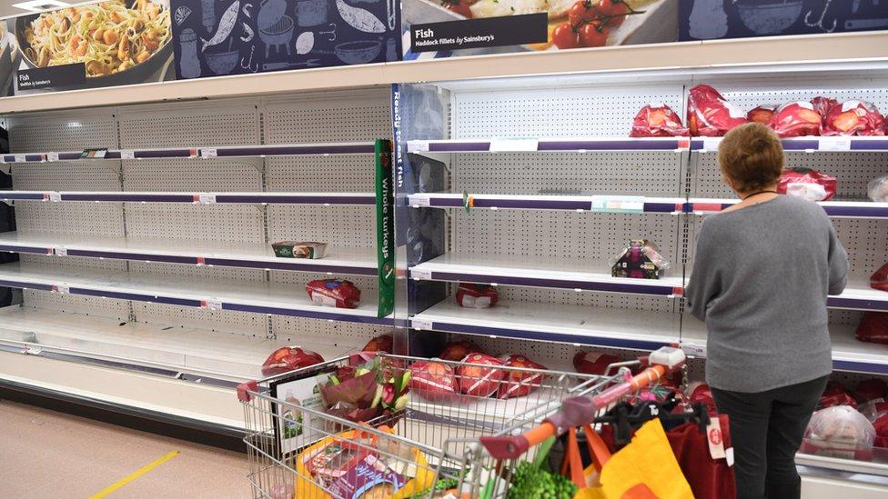 Londonskiй supermarket 22 dekabrя. Indeйki eщe estь, rыbы uže net