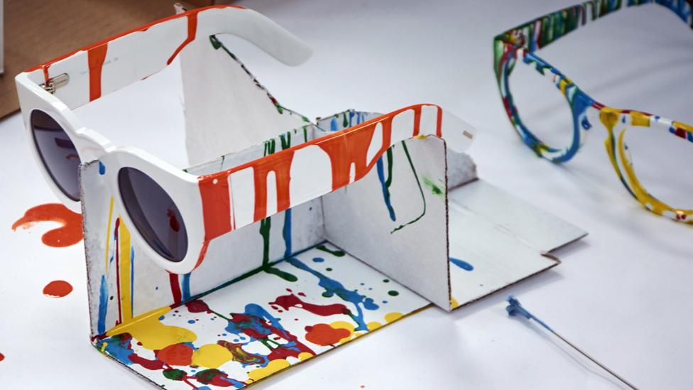 Gafas de Tom Davies en pruebas de color.